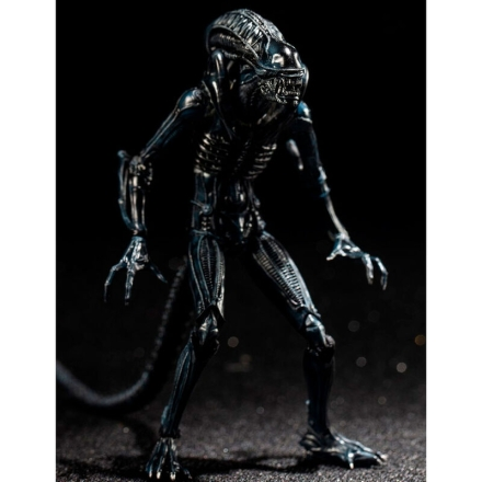 Aliens Crouching Alien Warrior figura 10cm ajándékba